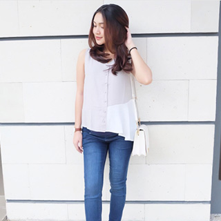 For this casual Saturday, im wearing Jeans Maternity by MOOIMOM. So comfy !! #33weekspreggo