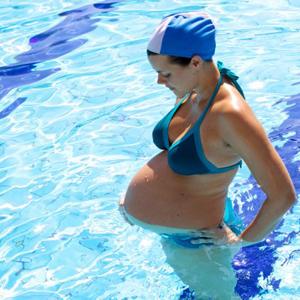 Manfaat Berenang Bagi Ibu Hamil