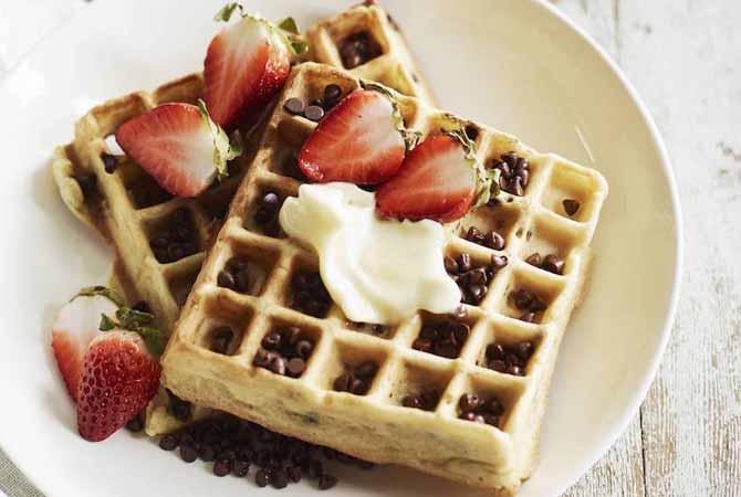 Waffle Buah Kudapan Anti Mual Ibu Hamil