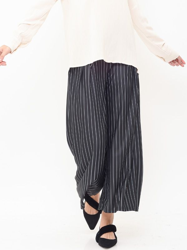 one gallery picture for Maternity Pinstripe Wide Leg Trouser Celana Pendek Ibu Hamil