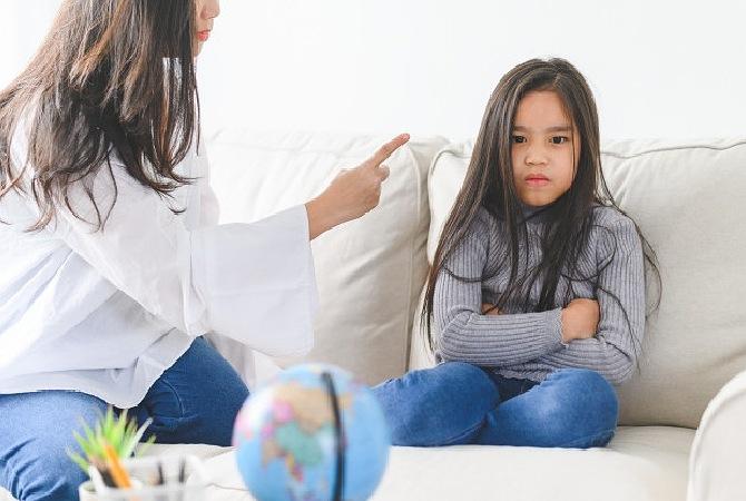 5 Tips Mengajarkan Anak Mengendalikan Emosi saat Puasa