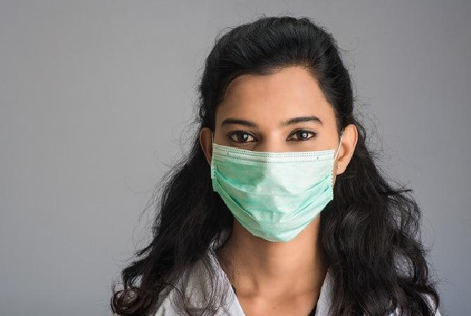 Moms, Ini Tips Melepas dan Membuang Masker Sekali Pakai