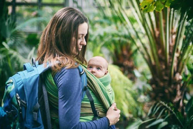 New Normal. Ini 6 Tips Aman Membawa Bayi Ke Luar Rumah