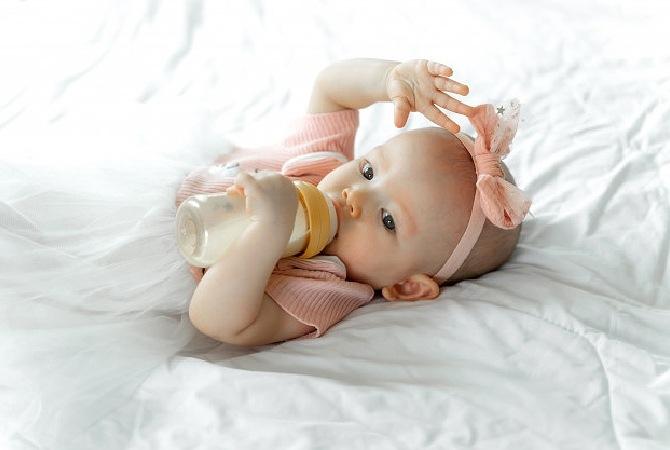 5 Cara Mudah Menyapih Anak dari Botol Dot