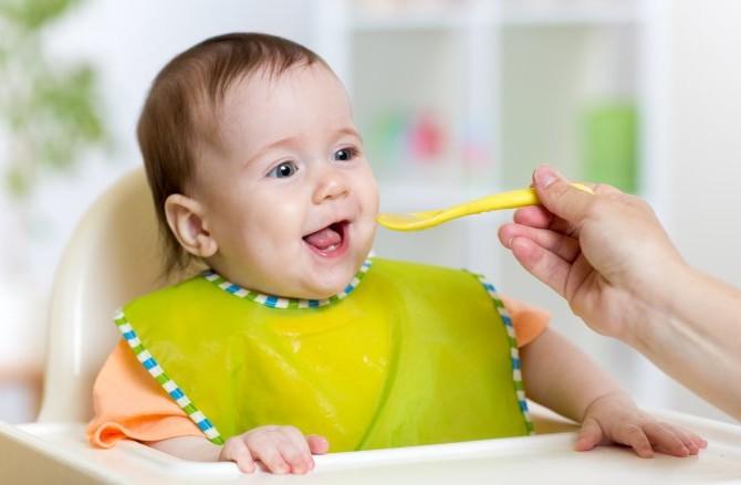 Mengatur Jadwal Makan Bayi 6 Bulan