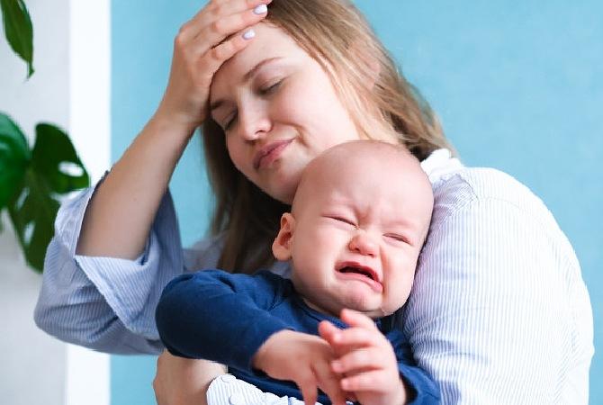 Moms Wajib Tahu! Ini 3 Alasan Bayi Rewel saat Tantrum