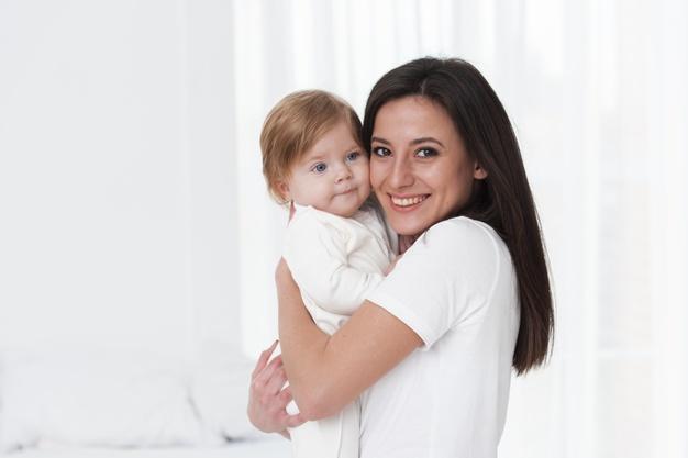 Manfaat Untuk Ibu Saat Menggendong Bayi