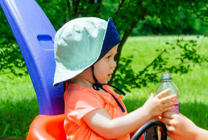 Kapan Bayi Boleh Minum Air Putih?