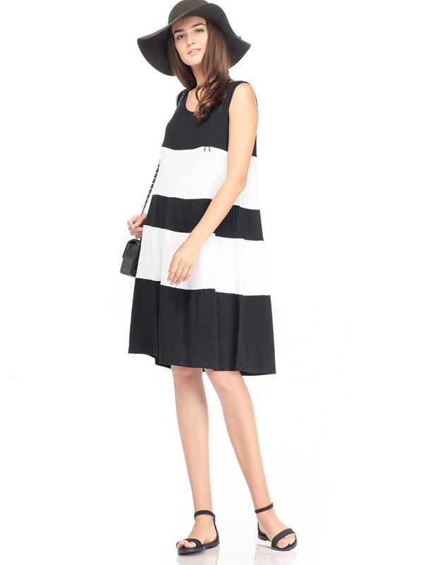 Maternity & Nursing Dress in Black and White Stripe Baju Hamil Menyusui