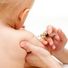 7 Cara Efektif Mengatasi Efek Samping Imunisasi Pada si Kecil