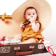 7 Tips Mengajak Bayi Keluar Rumah