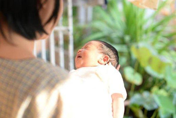 6 Hal yang Perlu Diperhatikan Saat Menjemur Bayi Baru Lahir