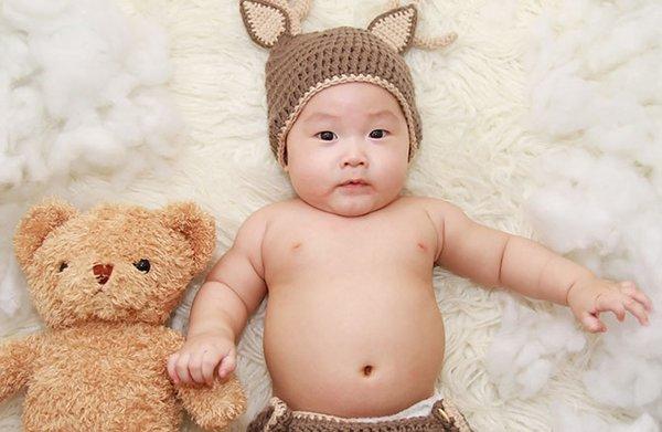 Bintik Merah & Ruam pada Perut Bayi Setelah Makan? Ini Bisa Jadi Penyebabnya