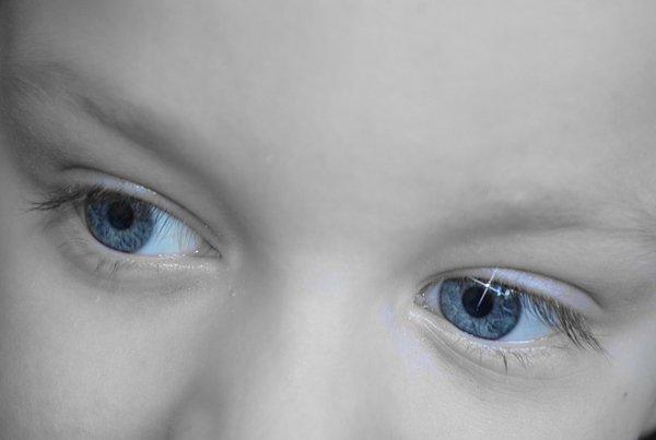 Cara Melatih Penglihatan Si Kecil