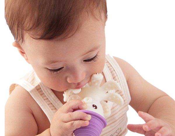 Bijak Mengoreksi Kebiasaan Bayi Memasukkan Barang Ke Mulut