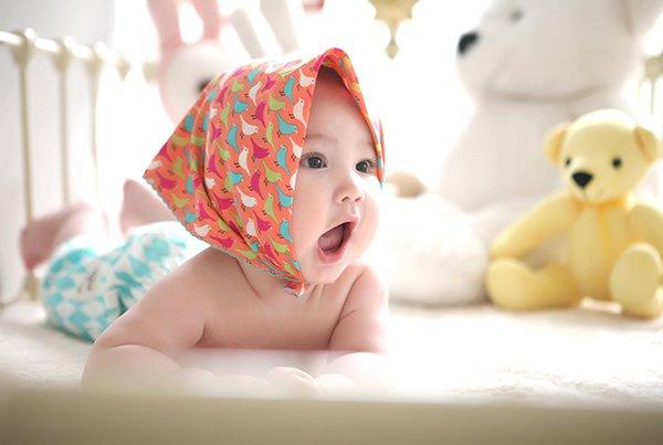 Waspada Bercak Putih pada Mulut & Lidah Bayi