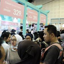 What a crowd! Semuanya tidak mau kehabisan produk MOOIMOM karena benar-benar harga miring!