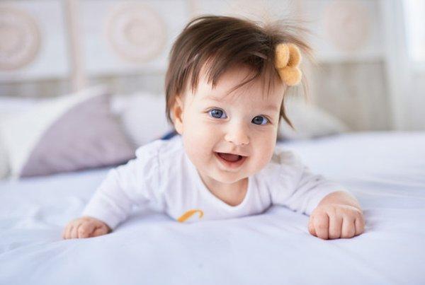 Moms, Ini Yang Harus Dilakukan Ketika Bayi Jatuh dari Tempat Tidur