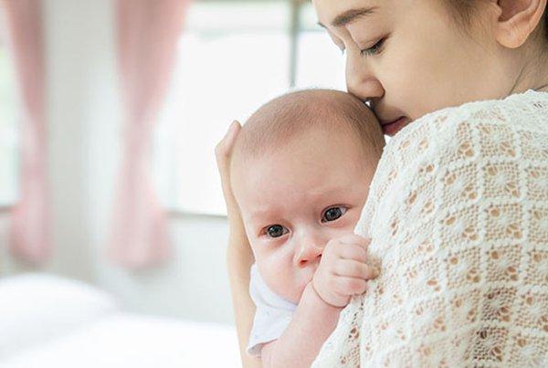 4 Tips Atasi Cegukan pada Bayi
