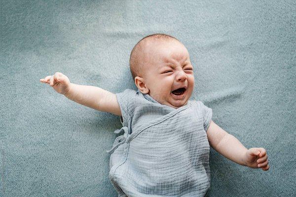 Bukan Cuma Popok Basah, Ini Dia 6 Penyebab Bayi Menangis