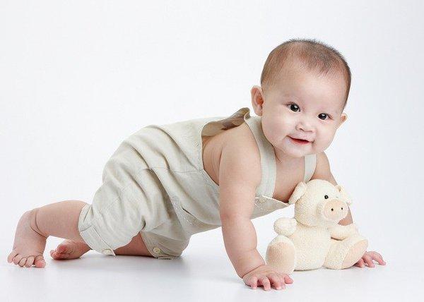 Bayi Mulai Merangkak? Siapkan 5 Hal Penting Ini Moms!