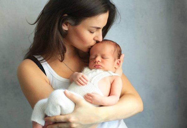 4 Penyakit Ini Bisa Menular ke Bayi dari Ciuman, Hati-Hati!