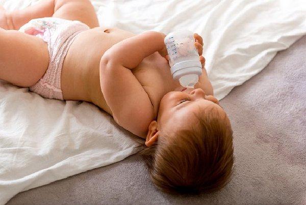 Anak Ketergantungan Botol Susu? Ini 3 Cara Mudah Mengatasinya