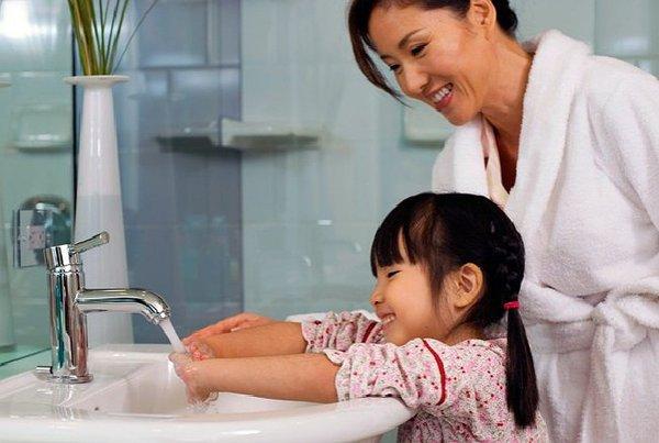 Usia Berapa Anak Bisa Diajarkan Cuci Tangan Sendiri?