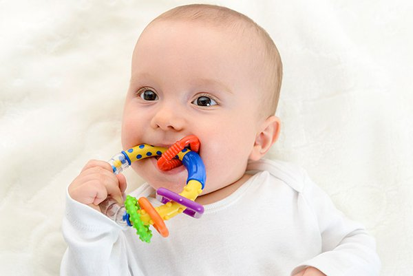 Tahap Kemampuan Menggenggam Bayi