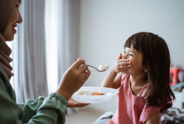 Moms, Jangan Lakukan 10 Hal Ini  jika Anak Susah Makan