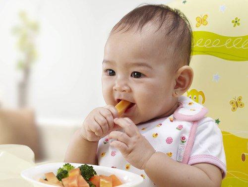 Mengajarkan Anak Mandiri Makan Sendiri