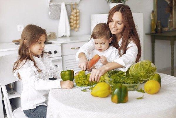 5 Tips Agar Anak Mau Mengonsumsi Bekal Makan Mereka