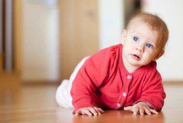 Bayi Belajar Merangkak, Ini 5 Cara Menjaganya Moms!