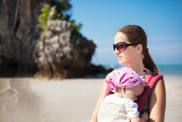 Posisi Gendongan Duduk Bayi yang Tepat dan Aman
