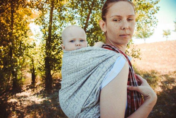 Jenis Gendongan Bayi yang Nyaman untuk Moms, Bebas Pegal dan Nyeri!