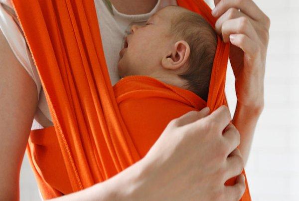 Gendongan Bayi Model Kangguru, Ini Manfaatnya