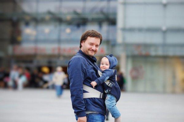 Rekomendasi Gendongan Bayi yang Cocok Dipakai untuk Para Ayah