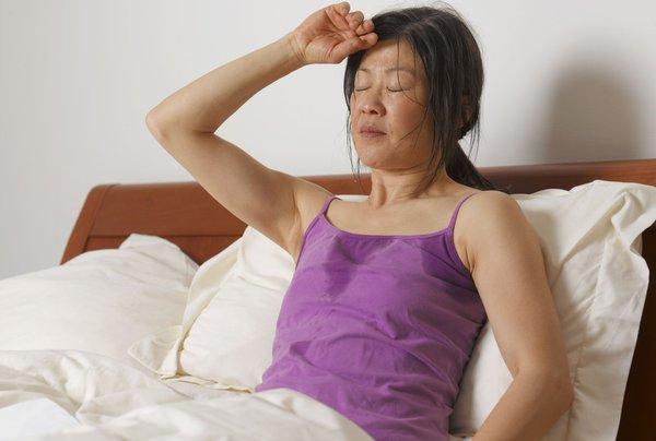 Sering Berkeringat di Malam Hari Pasca Melahirkan? Ini Penyebabnya