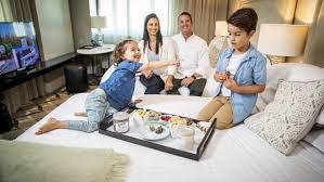 5 Kebiasaan Baru Saat Keluarga Rencanakan Staycation di Hotel