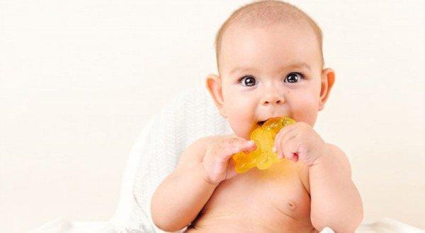 Cara Menenangkan Bayi yang sedang Tumbuh Gigi