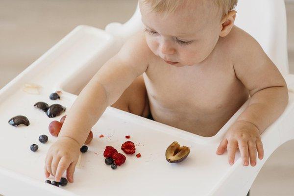 Tips agar Bayi Mau Makan Buah