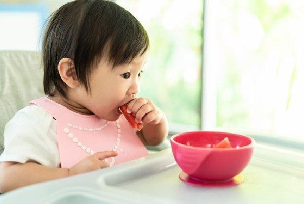 Pentingnya Mengonsumsi Makanan Sehat Sejak Kecil