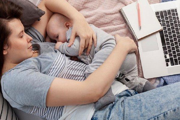Bolehkah Menidurkan Bayi dengan Menyusui?