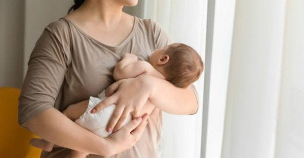 Bagaimana Cara Menggendong Bayi Baru Lahir?