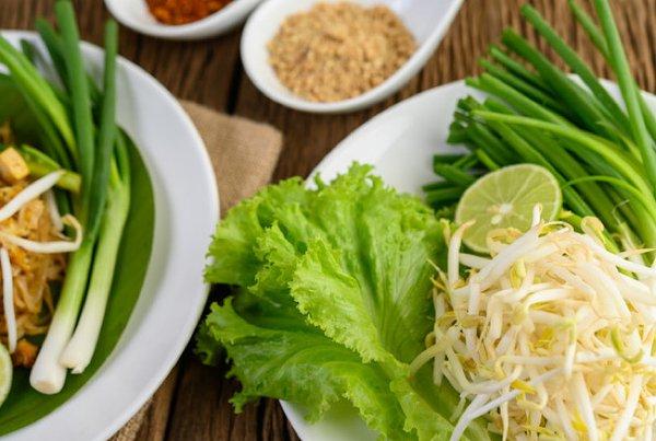 Moms Suka Makan Toge? Yuk, Kenali Manfaat, Bahaya, dan Cara Mengonsumsinya