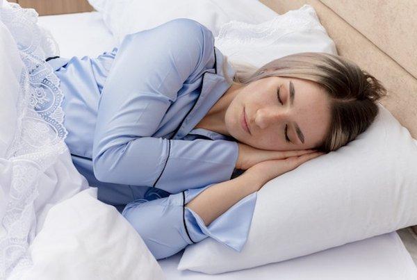 Posisi Tidur Pascaoperasi Caesar, Bagaimana yang Paling Tepat?
