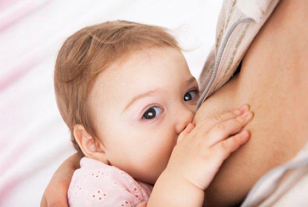 Bayi Tumbuh Gigi Saat Menyusui, Simak Tipsnya di Sini Yuk!